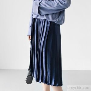 Vintage pleated blue maxi skirt size small